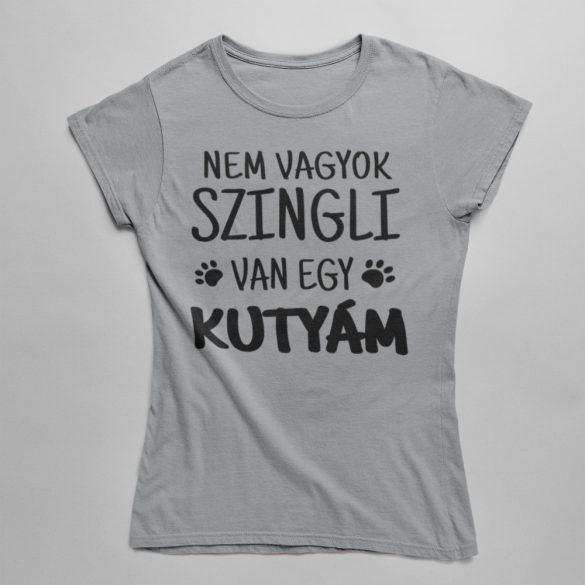 Nem vagyok szingli, van egy kutyám! (2) női póló